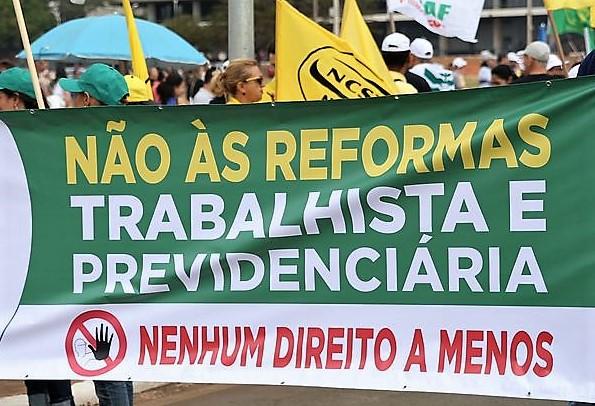 Brasília - Ato de protesto contra as reformas trabalhista e da Previdência Social promovido pelas centrais sindicais, na Esplanada dos Ministérios (José Cruz/Agência Brasil)